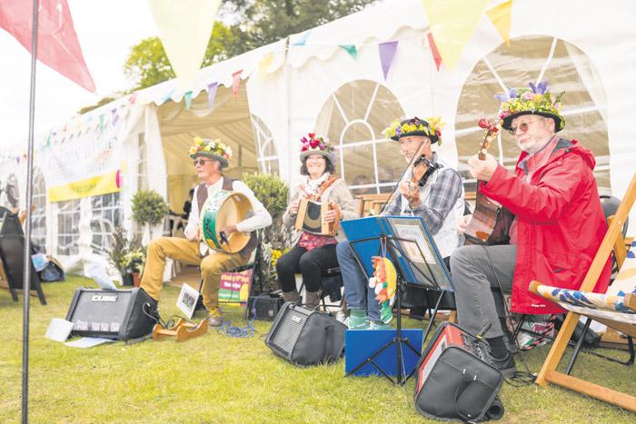 2017-04-28-Toby-Garden-Fest-Powderham-EdOvenden-262